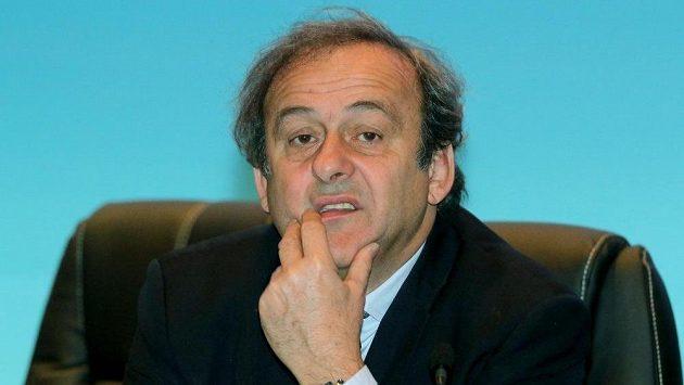 Michel Platini ještě před začátkem volebního kongresu UEFA ve Vídni.