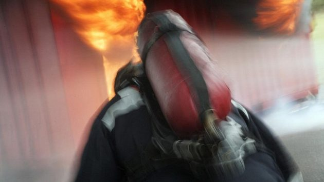 Požárník dokázal, že je mužem na správném místě. (ilustrační foto)