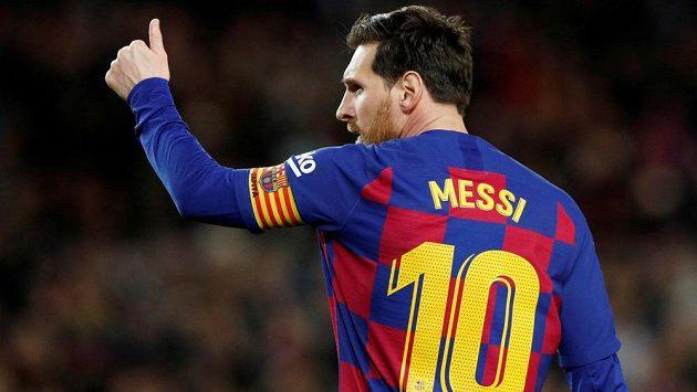 Gesto Lionela Messiho z Barcelony - ilustrační foto.