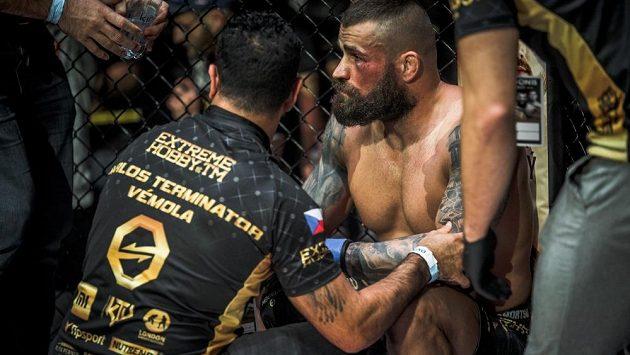 Pohled, který mnohým vyrazil dech. UFC už se mi nepovede, přiznal smutný Karlos Vémola