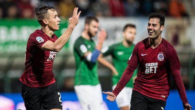 Josef Šural ze Sparty Praha oslavuje svůj třetí gól během utkání 11.kola HET ligy v Jablonci.