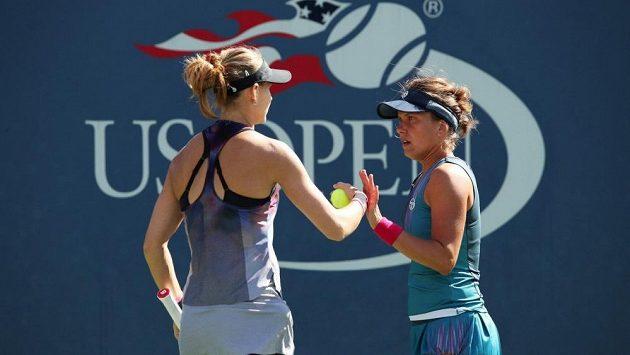 České tenistky Lucie Šafářová a Barbora Strýcová si zahrají semifinále čtyřhry na US Open.