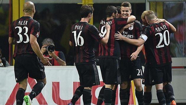 Marco van Ginkel (21) z AC Milán slaví vítězný gól ve šlágru nad AS Řím.