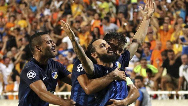 Eustathios Aloneftis z APOEL Nikósie oslavuje svoji trefu v úvodním utkání 4. předkola Ligy mistrů proti Slavii.