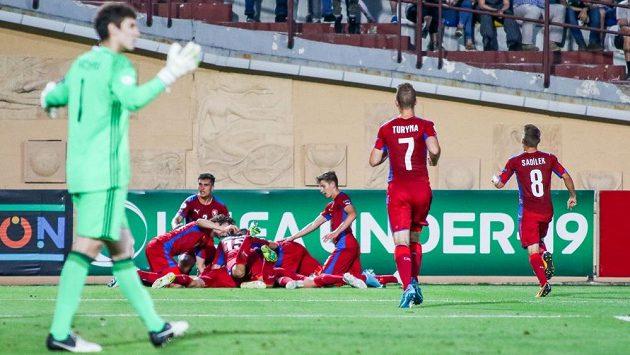 Česká devatenáctka porazila v Tbilisi domácí Gruzii a v semifinále narazí na Anglii.