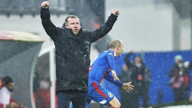 Trenér Plzně Pavel Vrba se raduje z gólu Viktorie.