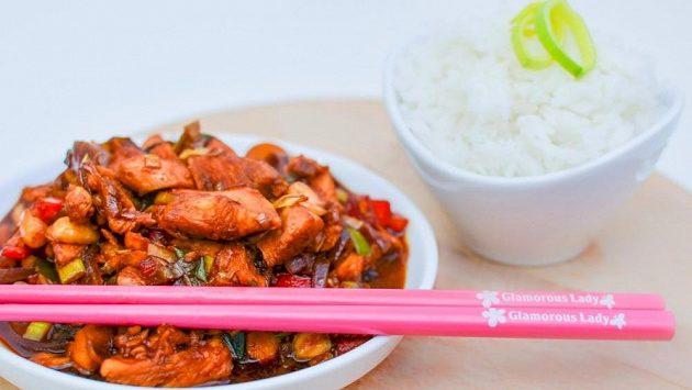 Rýže a kung-pao jsou velmi oblíbené, navíc zdravé. Dobrou chuť.