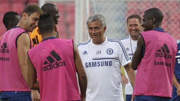 Kouč Chelsea José Mourinho během soustředění v Bangkoku.