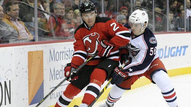 Český hokejový obránce Marek Židlický (vlevo) ještě v dresu New Jersey.