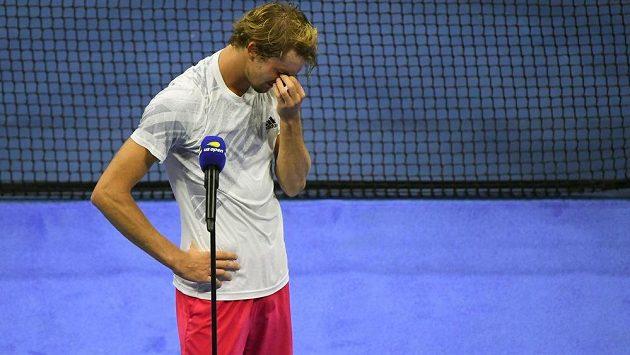 Německý tenista Alexander Zverev se po finále US Open rozplakal.