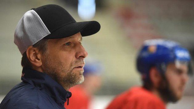 Kouč Josef Jandač na tréninku české hokejové reprezentace v Třinci před přípravnými zápasy se Slovenskem.