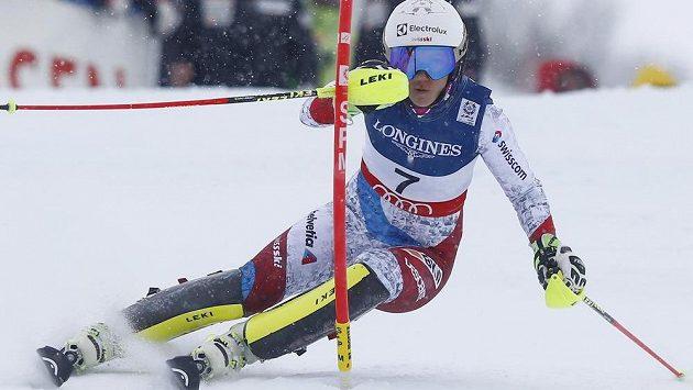 Švýcarka Wendy Holdenerová na trati kombinačního slalomu.