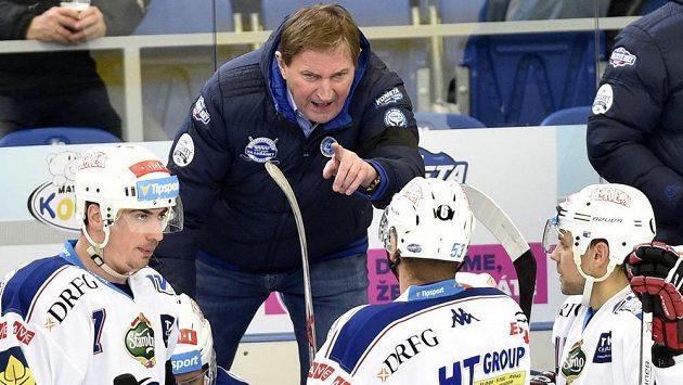 Trenér Brna Alois Hadamczik událí pokyny v duelu s Chomutovem.
