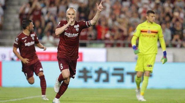 Andrés Iniesta slaví svůj gól.