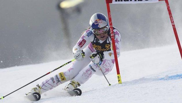 Lindsey Vonnová na trati obřího slalomu ve slovinském Mariboru.