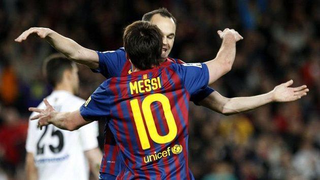 Lionel Messi a Andres Iniesta z barcelony slaví gól v utkání proti Getafe.