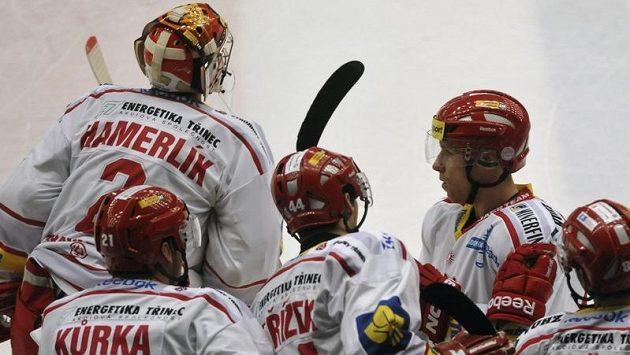 Hokejisté Třince v play off předčasně skončili, takže trenér Tlačil se poroučí.
