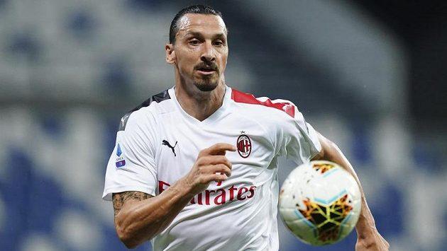Zlatan Ibrahimovic z AC Milán při utkání se Sassuolem.