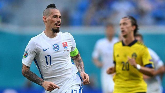 Slovenská hvězda Marek Hamšík během zápasu se Švédskem na EURO.