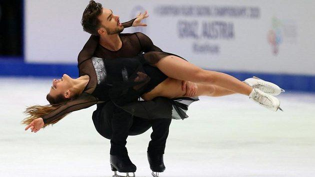 Rusové Victoria Sinicinová a Nikita Kacalapov sesadili Gabriellu Papadakisovou a Guillaumea Cizerona (na snímku) z evropského trůnu v tancích na ledě.