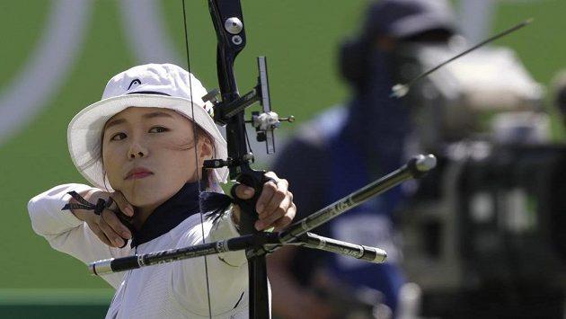 Olympijské zlato v lukostřelbě získala devětadvacetiletá korejská reprezentantka Čang Hje-čin.