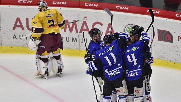 Hokejisté Havířova se radují z gólu.