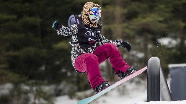 Česká závodnice Šárka Pančochová při závodu Světového poháru ve snowboardingu, kategorie slopestyle ženy, ve Špindlerově Mlýně.