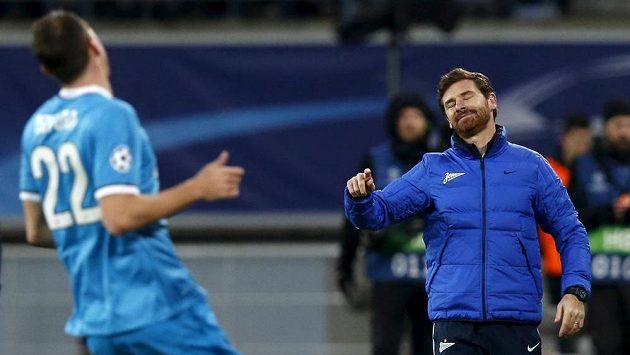 Trenér André Villas-Boas (vpravo) sluzby Alexandra Keržakova příliš nevyužívá.