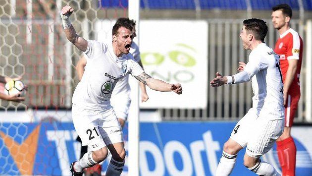 Lukáš Pauschek z Mladé Boleslavi se raduje z gólu.