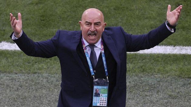 U ruské fotbalové reprezentace skončil po neúspěšném vystoupení na mistrovství Evropy trenér Stanislav Čerčesov.
