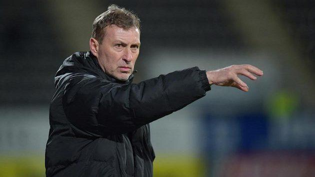 Jablonecký trenér Zdeněk Klucký udílí pokyny v zápase ePojisteni.cz ligy proti Hradci Králové.