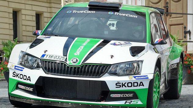 Jan Kopecký se spolujezdcem Pavlem Dreslerem na první rychlostní zkoušce.