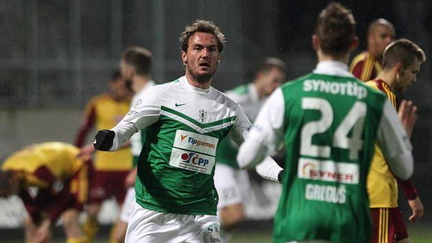 Jablonecký útočník Martin Doležal (vlevo) se raduje se spoluhráčem Jánem Gregušem z gólu proti Dukle v odvetném duelu čtvrtfinále MOL Cupu.