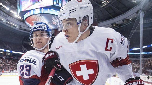 Daniel Bukač (vlevo) z českého týmu a Švýcar Nando Eggenberger.