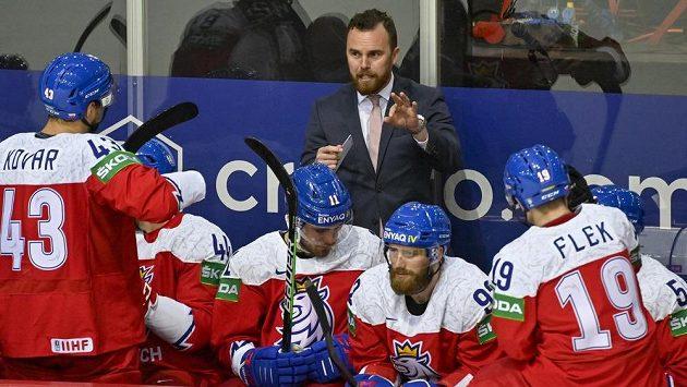 Trenér české reprezentace Filip Pešán udílí pokyny během duelu s Běloruskem.