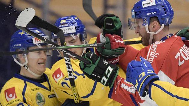 Radim Zohorna (vpravo) a Švédové Tom Nilsson (43) a Johan Sundström (26).
