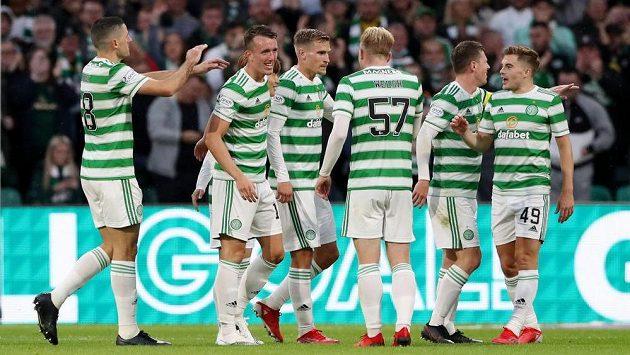 Fotbalisté Celtiku se radují z branky v utkání 3. předkola Evropské ligy proti Jablonci.