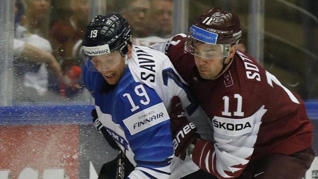 Fin Veli-Matti Savinainen (vlevo) a Lotyš Kristaps Sotnieks.