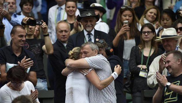 Petra Kvitová v objetí se svým tatínkem Jiřím.