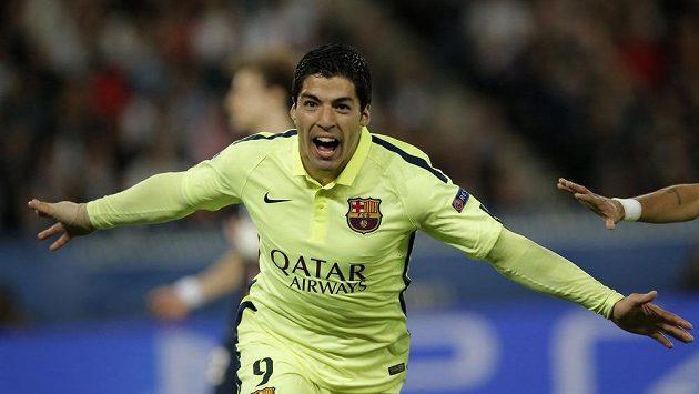 Luis Suárez z Barcelony si užíval radost po gólu proti Paris SG v prvním čtvrtfinále LM.