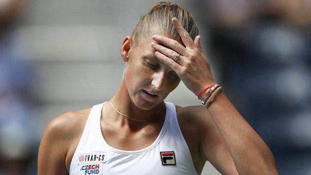 Česká tenistka Karolína Plíšková měla s postupem do druhého kola US Open docela dost práce.