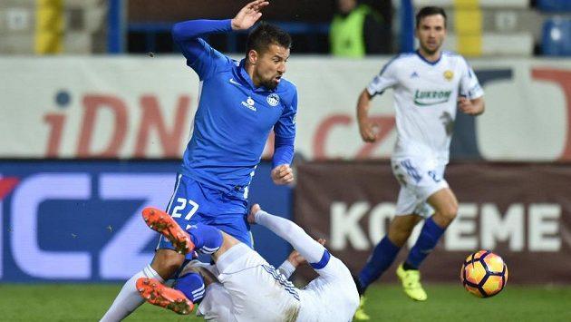 Liberecký útočník Milan Baroš přišel na hřiště jako střídající eso v barvách Slovanu. Proti Zlínu se ale v dohrávce gólově neprosadil. Tentokrát se mu vrhl pod nohy Zoran Gajič.