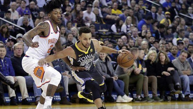 Největší hvězda Golden State Stephen Curry v akci.