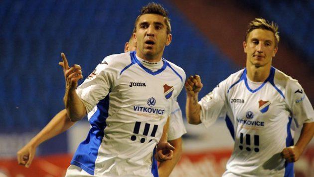 Ostravský fotbalista Davor Kukec se raduje z gólu.