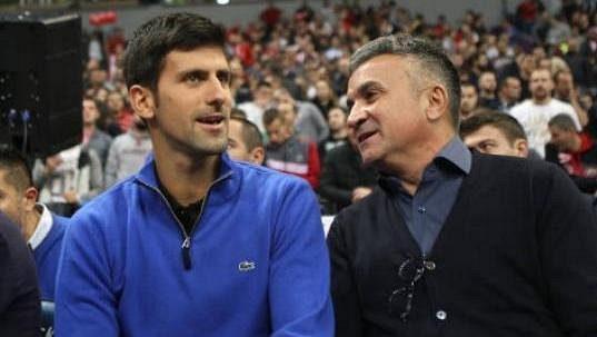 Novak Djokovič se svým otcem.