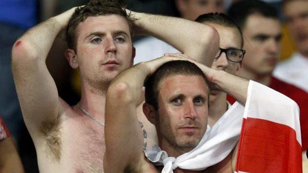 Zklamaní fanoušci Anglie po vyřazení od Itálie.