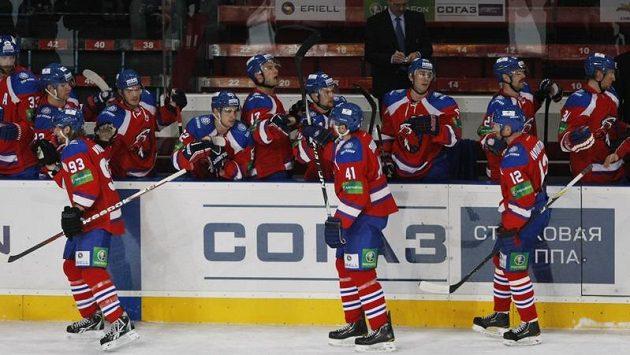 Hokejisté Lva Praha se radují z branky do sítě Mytišči.
