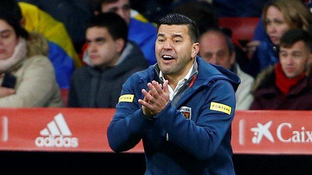 Kouč Rumunů Cosmin Contra při zápase se Španěly.