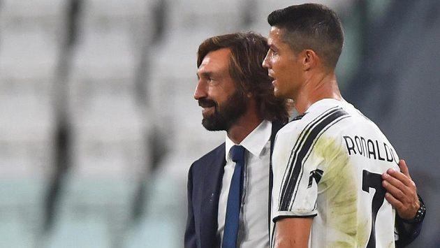 Trenér Juventusu Andrea Pirlo s nejzářivější hvězdou týmu Cristianem Ronaldem.