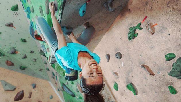 Bouldering postaví vaše představy o nudných kompenzačních cvičeních na hlavu!